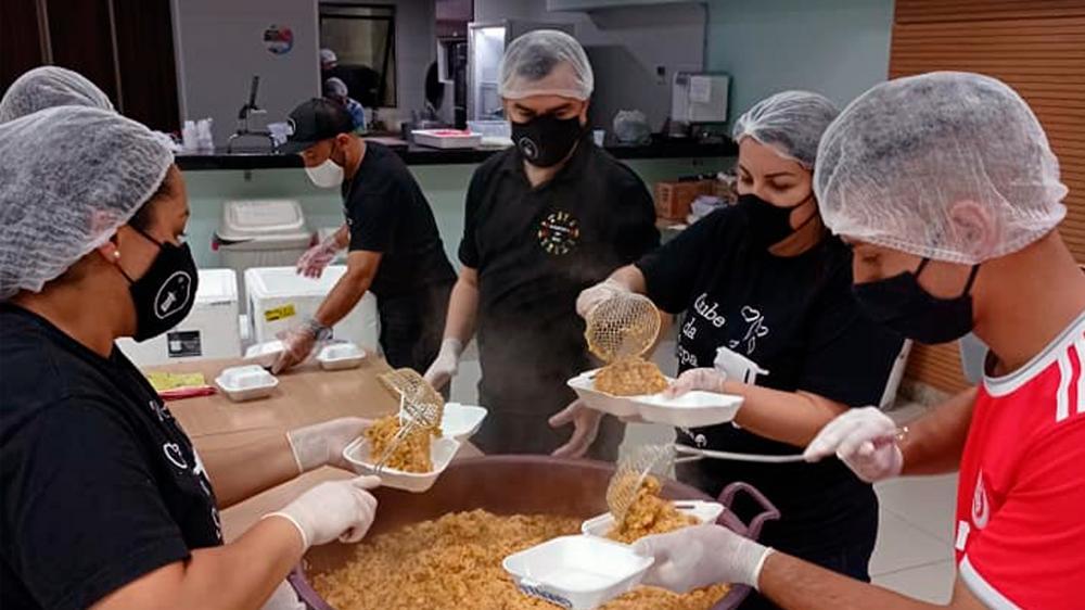 Clube da Sopa já serve mais de 500 marmitas semanais e reforça pedido de doações